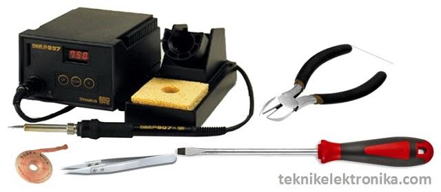 Peralatan Kerja pada Perakitan Elektronika